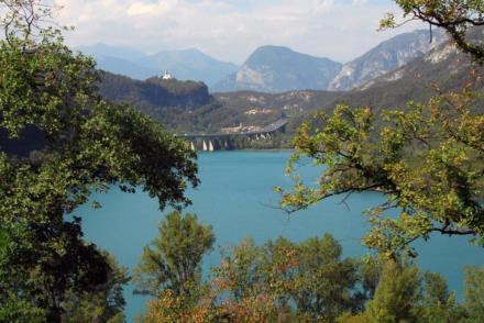 Lago di Cavazzo o Lago dei Tre Comuni